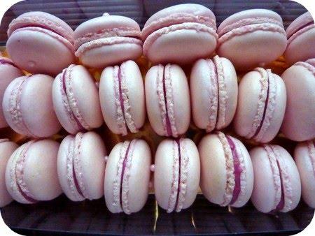 Un amour de macarons à la rose et aux framboises..