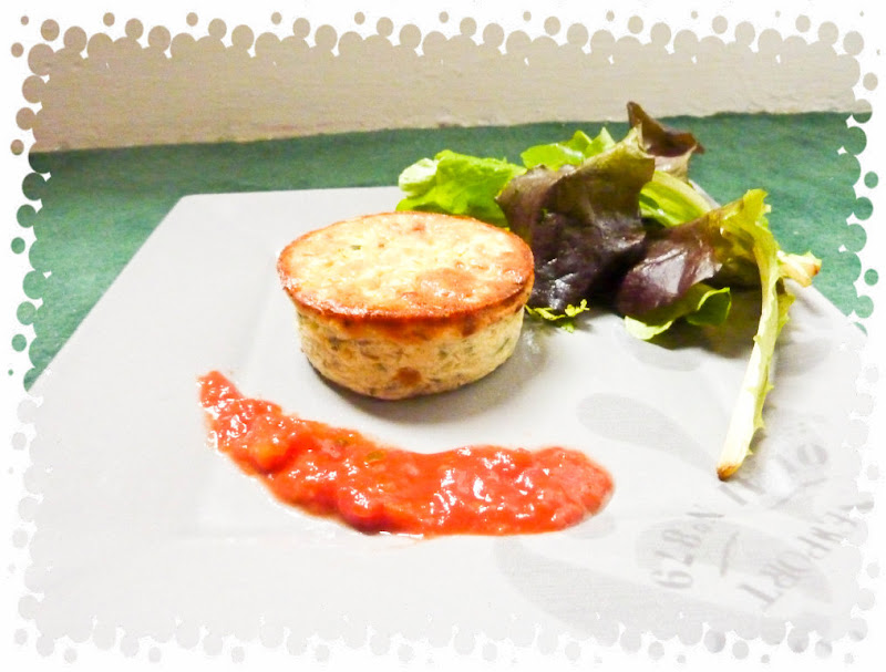 petit flan de courgette parmesan sur son lit de tomates. Black Bedroom Furniture Sets. Home Design Ideas