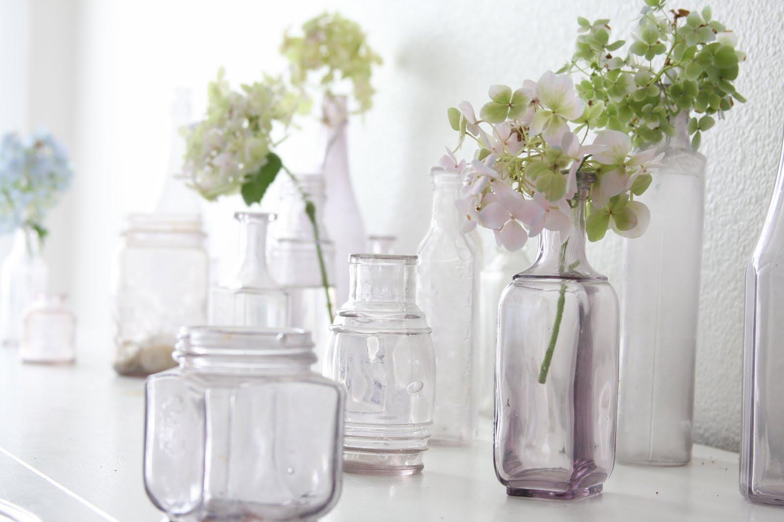 Luv decorating flower power for Flowers in glass bottles