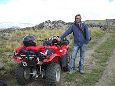Cruzando las Sierras Grandes de Córdoba con mi amigo Leo.