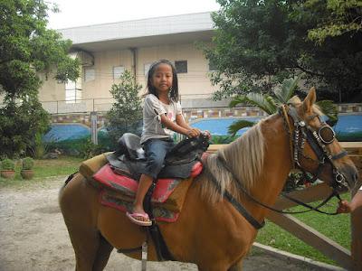 Manila Zoo: horseback riding