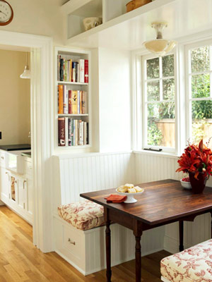 Banquette in kitchen for Small cozy kitchen ideas