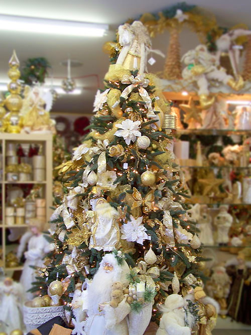 ... songs decoration ideas: Christmas tree ideas - silver and gold themes