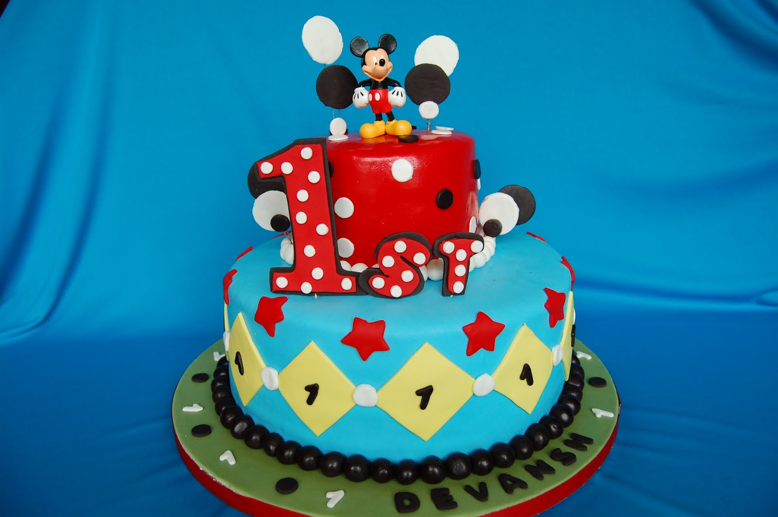 CUSTOMISED CAKES BY JEN: polka dot mickey mouse cake