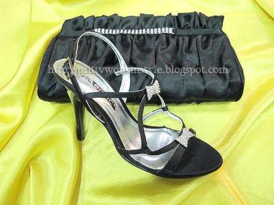 черни сандали с камъчета и чанта