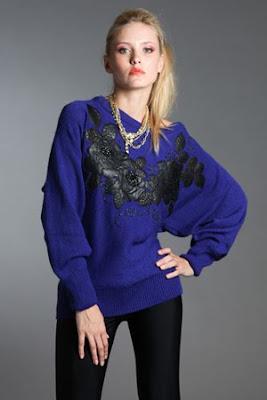 Дамски пуловер с апликации