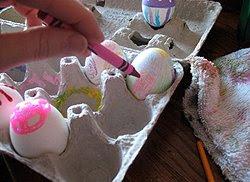 Как да украсим яйца за Великден с пастели