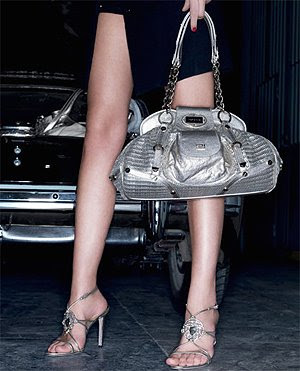 сребърни сандали и чанта Versace