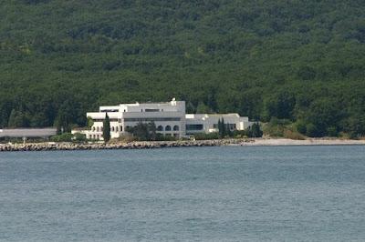 Плаж Перла до приморско с бившата резиденция на Тодор Живков