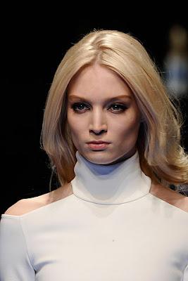 Versace - обемна прическа