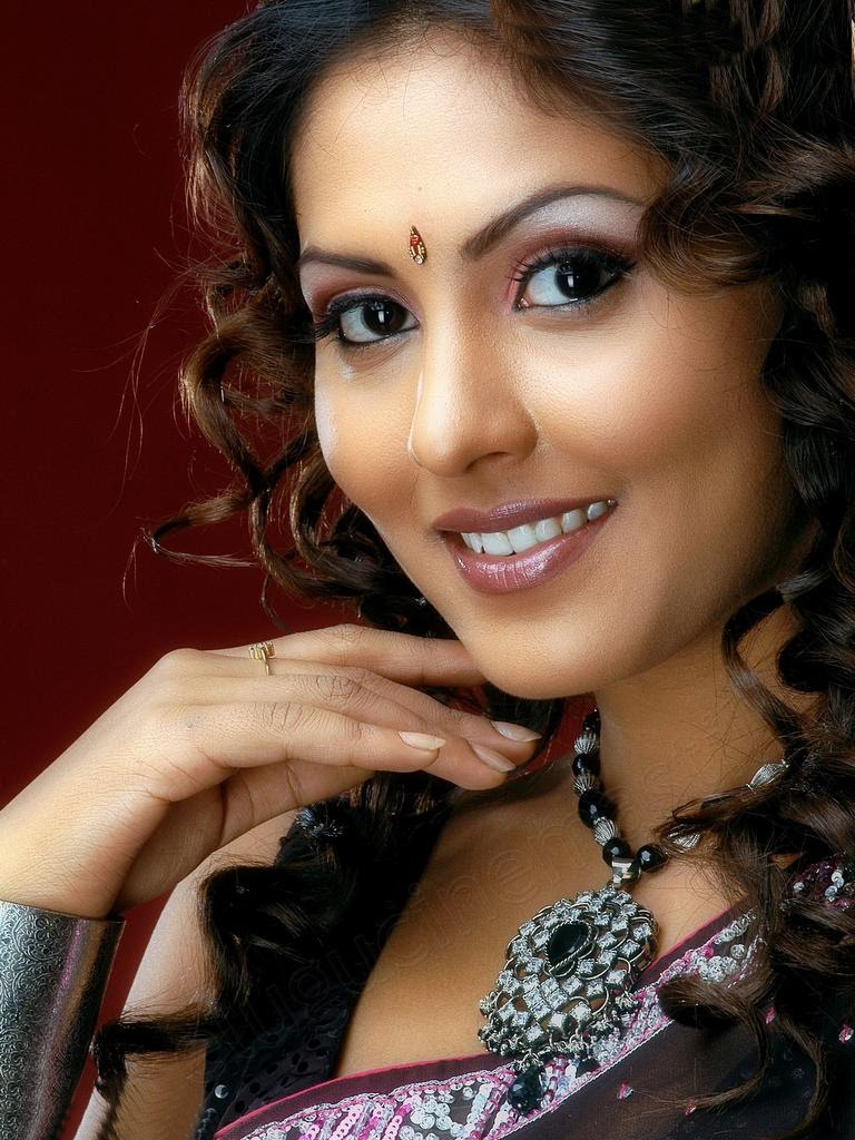 Madhu Shalini Nude Photos Good gemini music anchor madhu shalini sizzling huge cleavage semi nude