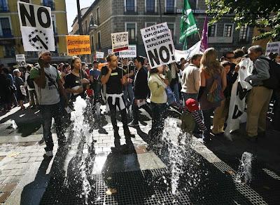 España restringe los derechos de los inmigrantes con la reforma de la Ley de Extranjería