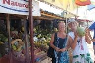 Fruit kopen in Bakau, Giels favoriet