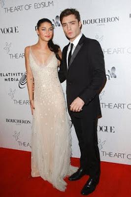 август 2010, Эд Уэстуик  и Джесика Шор, белое платье