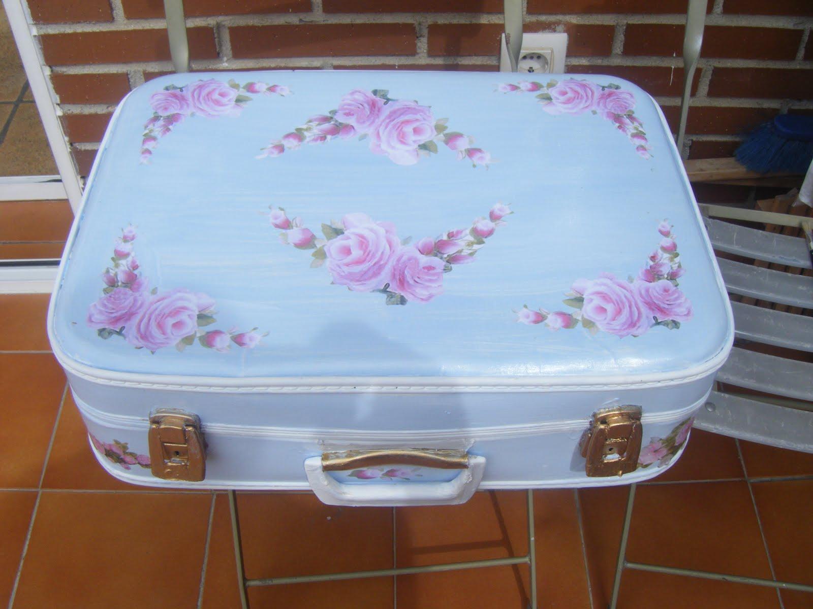 Mi baul de los regalos una maletita shabby chic - Estilo shabby chic manualidades ...