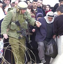 Así es cómo tratan los soldados israelíes a los palestinos