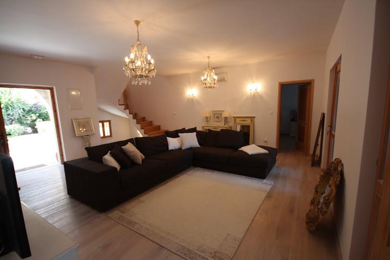 Middle Sitting Room - Designer Sofa