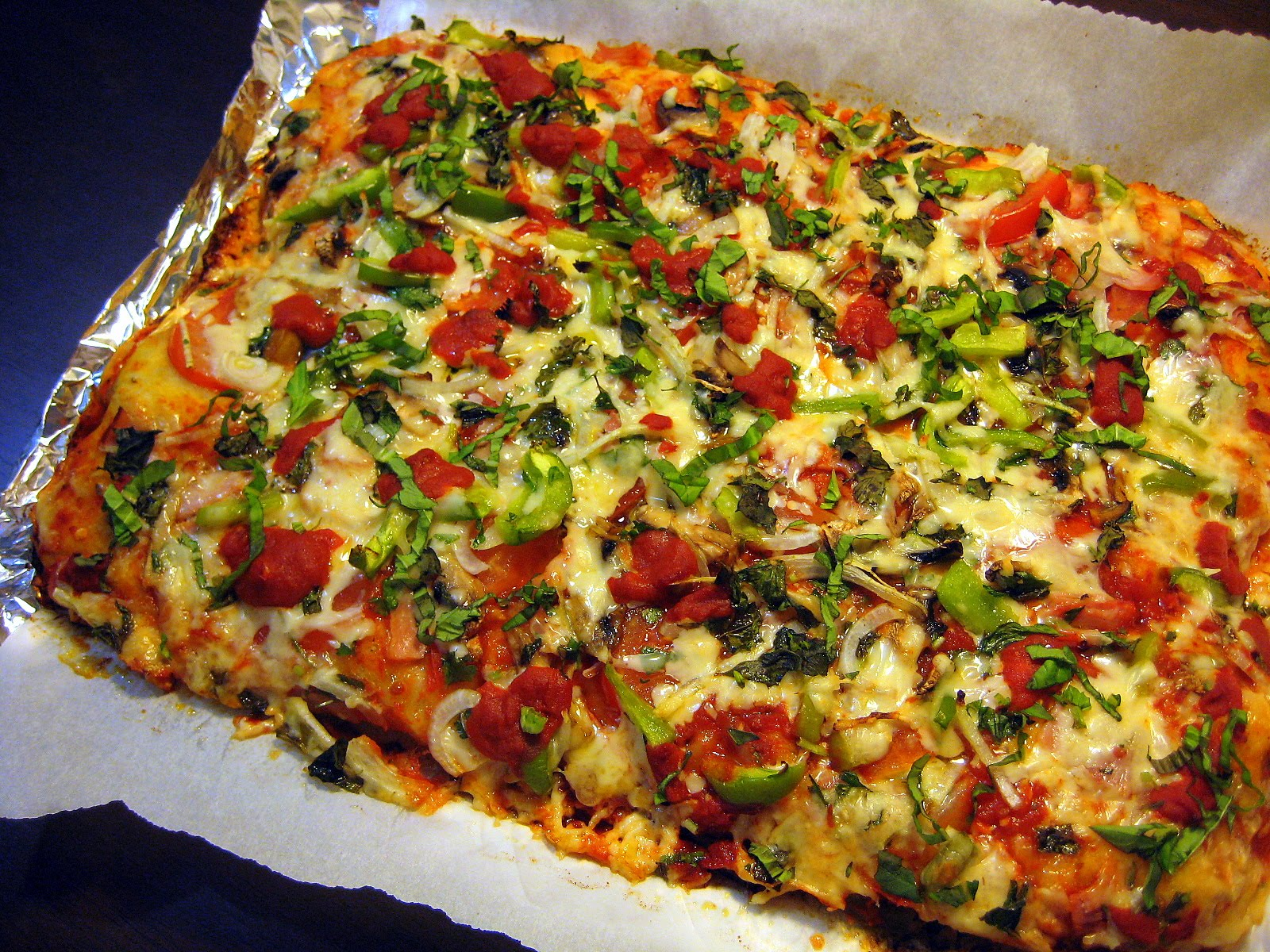 Food Tastes Yummy: EASY HOMEMADE PIZZA