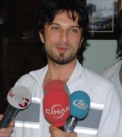 Turkish reporters greet Tarkan, down in Elazığ for a concert June 09