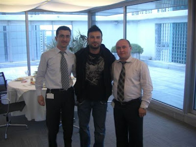 Tarkan eating out at Mersinköy Café in Ordu, Turkey, April 2008