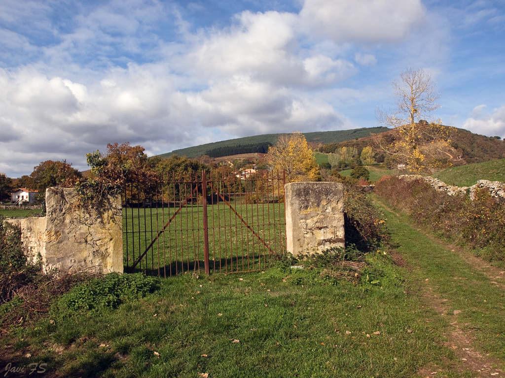Mis vistas del mundo puertas de finca for Puertas para fincas