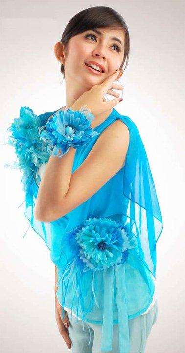 ... dari bunga tiruan atau sintetis biasa berbahan kain, plastik maupun