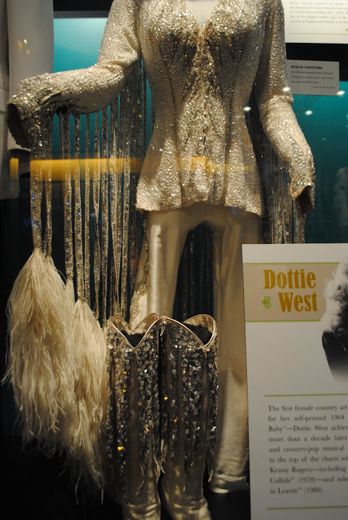 HALL OF FAME Country Music AND Museum NASHVILLE 222 5th Avenue South, TN
