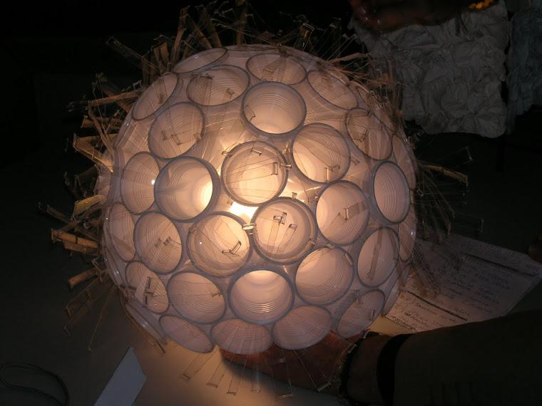 PLASTICA RICICLATA Lampade prototipi frutto di assemblaggi con plastiche recuperate 2004- 2005