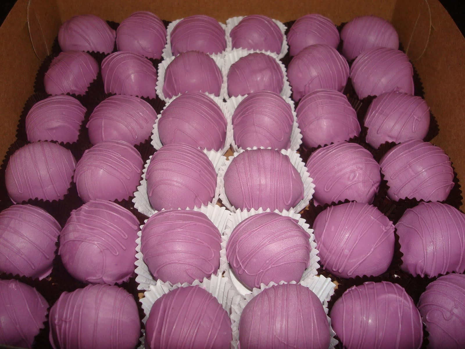 Cake Decorating Coloured Balls : Sugar Boo Sweets: Custom colored cake balls