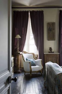 [dormitorio+de+aire+clásico+con+butacón+tapizado+en+blanco+jordi+canosa.jpg]