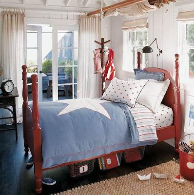EL HILO DE LOS AMIGUETES XI - Página 4 Dormitorio+para+ni%C3%B1o+en+colores+blanco+rojo+y+azul+cama+roja+y+paredes+blancas+serenaandlily