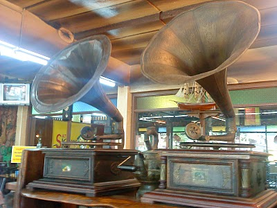 peti nyanyi di satay kajang restaurant
