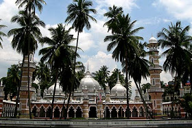 The Sultan of Selangor officially opened Masjid Jamek on 23 December 1909.
