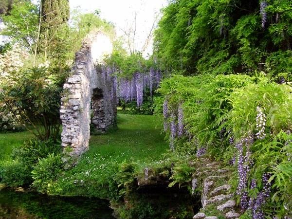 Idee weekend e vacanze i giardini di ninfa - I giardini di ninfa ...