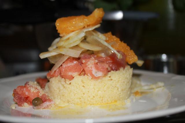 Tartare di salmone e capperi di Salina, tagliata di finocchio e cous-cous agli agrumi.
