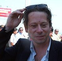 """El """"villano"""" Matheiu Almaric se pasea por el Mall de Antofagasta, lejos el más cercano..."""