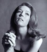 La hermosa belleza de Diana Riggs...