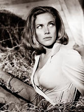 La inmortal Honor Blackman como Pussy Galore