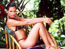 La hermosa Talisa Soto... un toque latino en 007