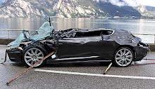 Un Aston Martin en apuros durante la filmación de Quantum of Solace...