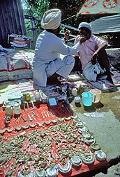 Dentista de rua na Índia