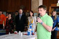 Развлекал публику известный украинский телеведущий Игорь Пелых