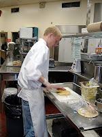 На выделяемые деньги обеспечить полноценное питание не просто, но работники кухонь стараются