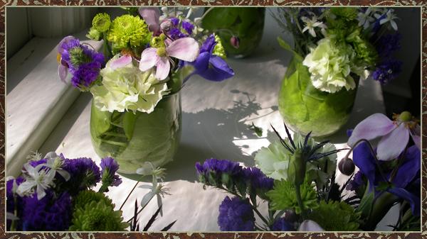 http://2.bp.blogspot.com/_KN4-u63OEEc/RuWWdEfqeiI/AAAAAAAAAX8/iDlwPm-jYwk/s1600/Tableflowers.jpg