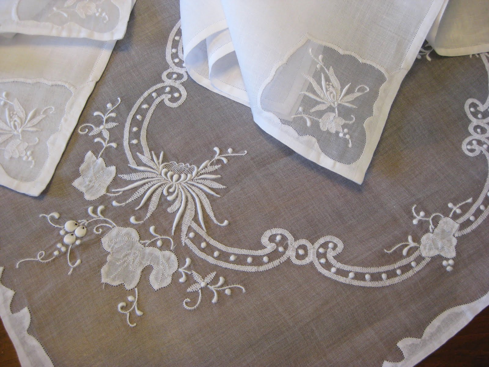 Merveilleux ~ Cider Antiques ~: Madeira Table Linens And Italian Lace