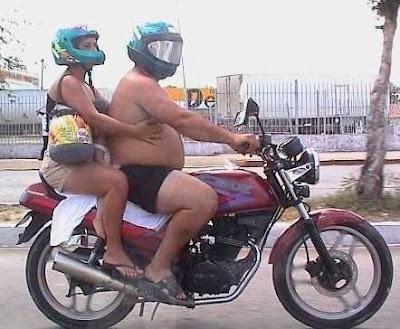 Motos: Motociclistas imprudentes com criança