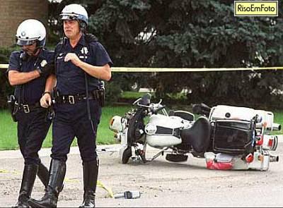 Policial Emo chora depois de Cair de moto