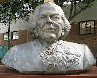 Escultura de busto de Austregésilo de Athayde: Lição de vida e viver.