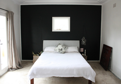 Black paint for bedroom walls 2017 grasscloth wallpaper for Black wall room ideas