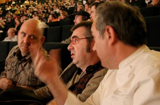 Pau Arenós sitting between Toni Massanés and Ferran Adrià at Madrid Fusión 2008
